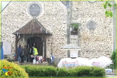 Le Vide-Grenier de Vieille Eglise sous la pluie